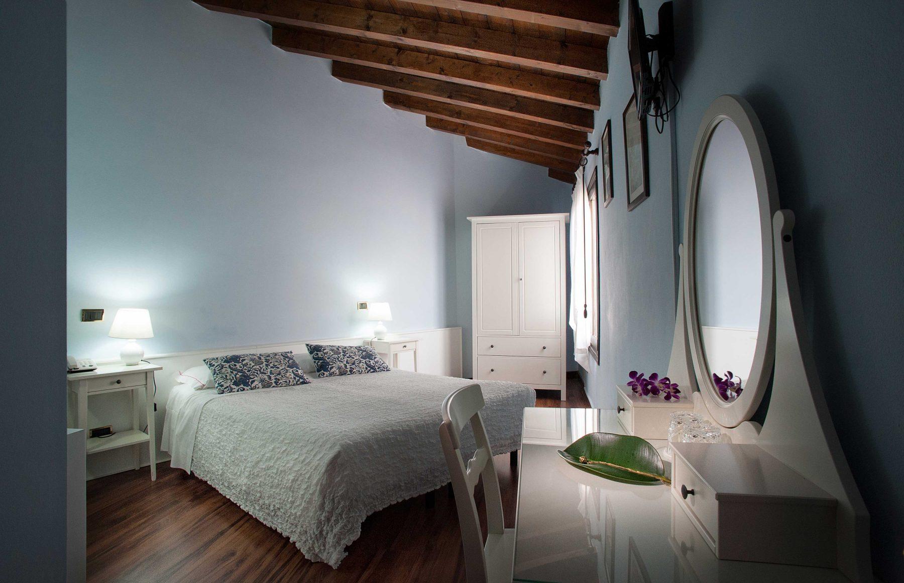 Camera dei nobili hotel al castello for Camera dei