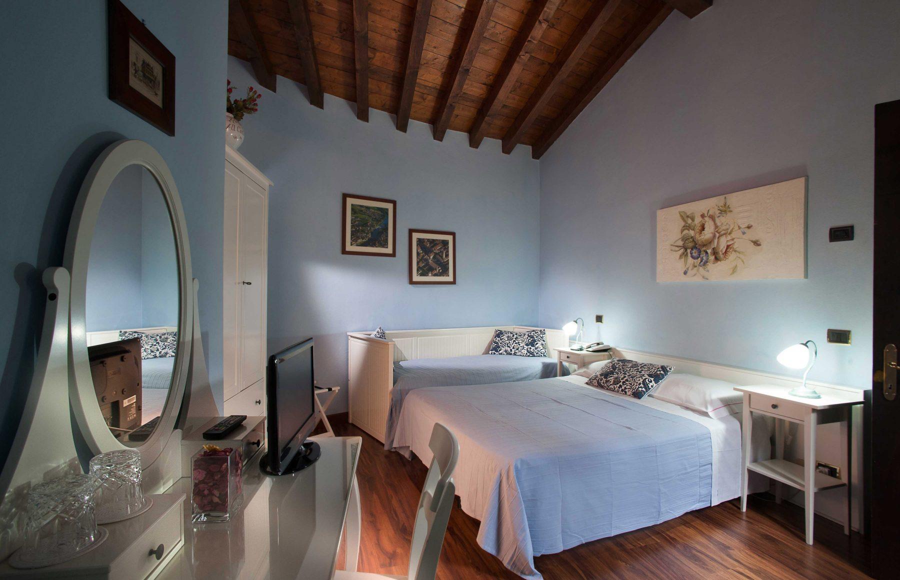 Camera degli scudieri hotel al castello for Design della camera degli ospiti